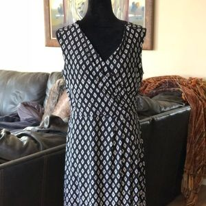 Sleeveless Dress from White and Black!